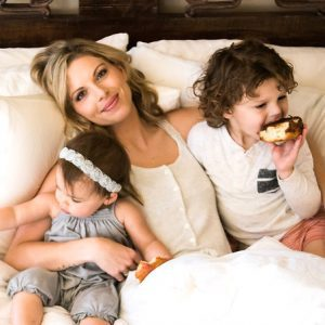 C'MON MAMA eating donuts in bed with children